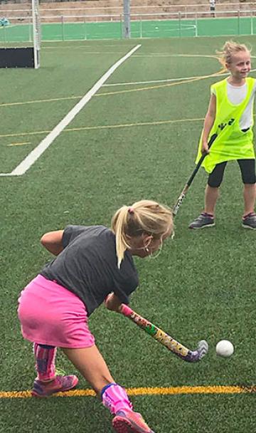 Taal & hockey te Maasmechelen - www.languagevalley.be